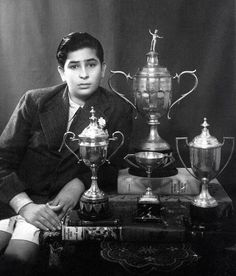 """bollywoodirect: """"Raj Kapoor """" Back Photos, Celebrity Magazines, Bollywood Celebrities, Bollywood Actress, Vintage Bollywood, Movie Songs, Rare Pictures, Indian Movies, Actors & Actresses"""