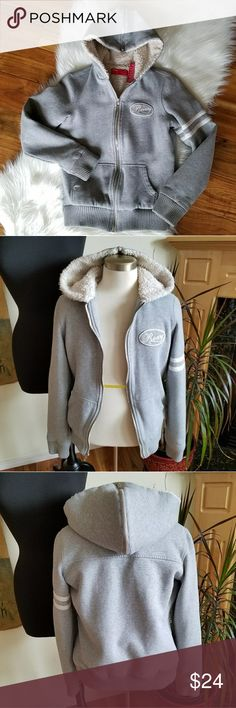 Roxy Zip Up Hoodie Cute & sporty Roxy fully fur lined  zip up hoodie. Hat of hoodie unzips to lay flat.  Size L (junior)  Thank you for visiting my closet! Please let me know if you have any questions. Roxy Tops Sweatshirts & Hoodies