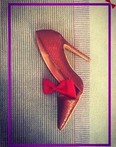 Bows and INTOTOs sure look good together #itsthetimetodisco #stilettos