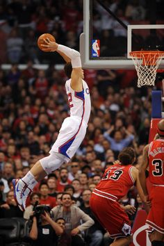 Blake Griffin #32 of the Los Angeles Clippers rises for a dunk against the Chicago Bulls at Staples Center on December 30, 2011 in Los Angel...