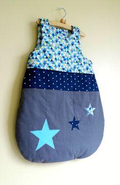 Turbulette gigoteuse naissance bleu marine turquoise gris étoiles motifs géométriques