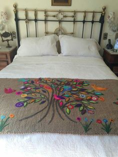 Boho Style Furniture And Home Decor Ideas – Vintage Decor Mexican Embroidery, Hand Embroidery Patterns, Ribbon Embroidery, Embroidery Stitches, Embroidery Designs, Bed Runner, Wool Applique, Bed Covers, Embroidered Flowers