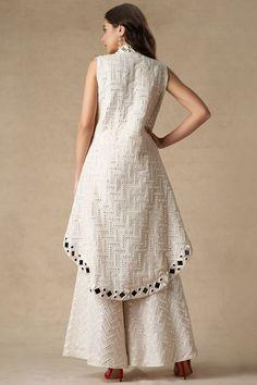 Heavy Dresses, Funky Dresses, Dress Neck Designs, Blouse Designs, Indian Designer Outfits, Designer Dresses, Salwar Pattern, Kurta Designs Women, Kurti Designs Party Wear