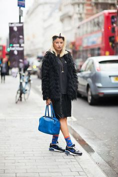 Fur coat, leather, socks and kicks. Ootd, All About Fashion, Street Chic, Colorful Fashion, Types Of Fashion Styles, Fashion Art, Street Fashion, Modest Fashion, Street Style Women