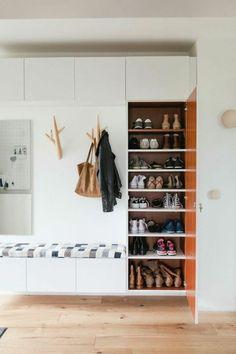 69e59236cb0ee6 deco hall entree avec beaucoup de place pour ranger les chaussures  Rangement Chaussures, Rangement Entrée