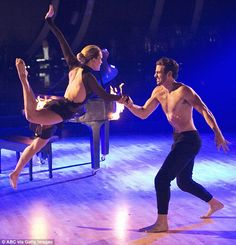 Deaf model Nyle DiMarco wows in emotional last DWTS performance