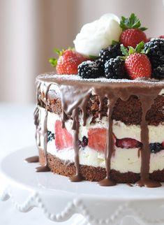 Caketime by Tamaris: Beeren-Schoko Torte Caketime by Tamaris: berry chocolate cake Mini Desserts, Oreo Desserts, Pudding Desserts, No Bake Desserts, Dessert Recipes, Drip Cakes, Mini Cakes, Cupcake Cakes, Torte Au Chocolat