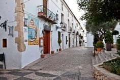 paseo-por-el-casco-antiguo-de-altea-debajo-de-la-plaza-de-la-iglesia.jpg (960×640)
