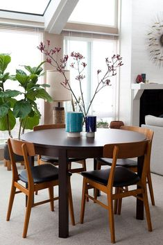 Table and chairs Eames Chairs, Dining Room Chairs, Table And Chairs, Home Budget, Dining Room Inspiration, Apartment Living, Apartment Therapy, Living Room, Round Dining Table