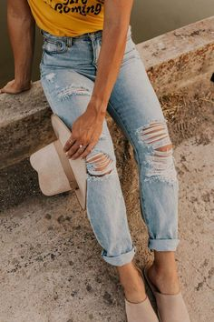 Tom High Rise Distressed Jeans Distressed Denim Jeans Outfit - Fall Outfit Ideas for Women - Street Style Inspiration - Back To School 2019 Fashion Trends - Autumn Cool Weather Outfits - Best Denim Jeans Outfit Jeans, Lässigen Jeans, Casual Jeans, Blue Jeans, Light Jeans Outfit, Skinny Jeans, Ripped Denim Jeans, Khaki Jeans, Stylish Jeans