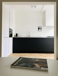 mathurins — Atelier Leymarie Gourdon — Architectes - Lilly is Love Modern Kitchen Design, Interior Design Kitchen, Kitchen Dinning, Kitchen Decor, Black Kitchens, Home Kitchens, Country Look, Cuisines Design, Minimalist Kitchen