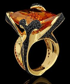 Mousson Atelier, collection New Age - Chameleon, Yellow gold 750, Citrine 32,8 ct., Black sapphire, Orange sapphires