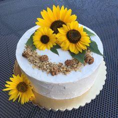 Na přání jsem pekla narozeninový dort. Oříškový s vanilkovým krémem, chutnal moc. 😊 #dort #dorty #narozeniny #narozeninovydort #slunecnice #orisky #orechovydort #sunflower #sunflowercake #cake #birthday #birthdaycake Tiramisu, 18th, Cake, Birthday, Ethnic Recipes, Desserts, Food, Dessert Ideas, Food Food