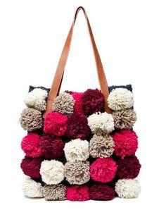 47c013f80639e Collezione borse Benetton Autunno Inverno 2016-2017 - Shopper con pom pom  in lana Borse