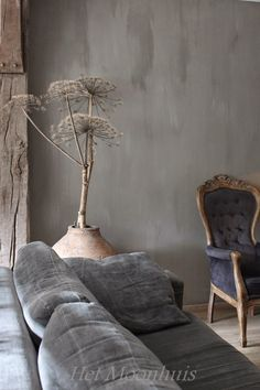 Het Moonhuis: Haal de herfst in huis What is that? A giant dandelion? Wabi Sabi, Living Room Sofa, Living Room Decor, Living Spaces, Mad About The House, Home And Deco, Ikebana, Decoration, Home And Living