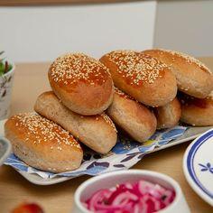 Grove pølsebrød Hamburger, Bread, Food, Brot, Essen, Baking, Burgers, Meals, Breads