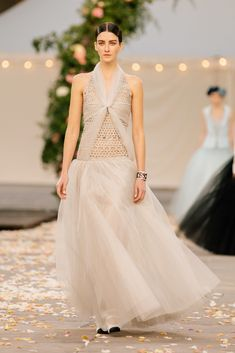 Chanel Spring 2021 Couture – Classy and fabulous way of living Haute Couture Looks, Style Couture, Haute Couture Fashion, Chanel Couture, Boutique Haute Couture, Chanel Runway, Chanel Paris, Fashion Week Paris, Spring Fashion