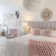 Tamara • Decoración & Home (@tamishome) • Instagram photos and videos Glam Bedroom, Bedroom Themes, Bedroom Inspo, Bedroom Decor, Bedroom Ideas, Modern Teen Bedrooms, Modern Bedroom, Decoration Design, Deco Design