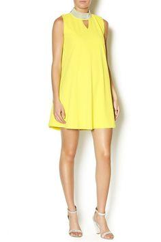 f83bf55d4 Fichamos estas 20 ideas para lucir perfecta en cualquier ocasión con un  vestido de cóctel amarillo