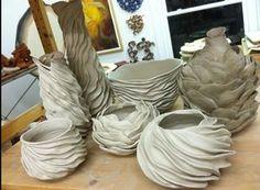 Concrete Art, Concrete Projects, Clay Vase, Ceramic Vase, Clay Pots, Ceramic Pottery, Diy Cement Planters, Concrete Crafts, Rock Planters
