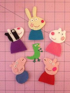 Peppa Pig Felt Finger Puppets with Zoe Zebra, Rebecca Rabbit, Suzy Sheep & George Pig OK that Dino in the center is the shizznit! Peppa Pig, Felt Finger Puppets, Hand Puppets, Felt Diy, Felt Crafts, Rebecca Rabbit, George Pig, Felt Patterns, Felt Dolls