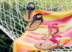 SUMMER SWEETNESS: These spunky girls sandals are the perfect fit for all of those fun, sunny days ahead. | Girls JTittan by Steve Madden in Black & Pink $24.99 (Compare at $32.00) #OffBroadwayShoes #summerstyle