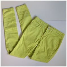 Free People highlighter yellow skinny jeans 25 ---WELCOME to my addiction :-)---  I always have NEW items posted daily so please keep checking back :-)!  BUNDLES are more than welcome and encouraged to save you shipping!  Please refer to description and photos to see fit.   BRAND: Free people  SIZE: 25 COLOR: highlighter yellow.  CONDITION: pre loved   MEASUREMENTS. Waist: 14 Length: 38.5 Inseam: 32  Other details: skinny jeans, corduroy. Semi Stretchy. Striped. Has been sitting in my…