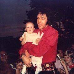 Elvis at the gates of Graceland 1970