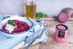 Ein farbenfrohes Risotto kannst Du ganz einfach nach unserem Rezept für das Rote Beete Risotto zaubern. Und das i-Tüpfelchen ist der Meerrettichschaum!