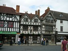 Guide to Stratford-upon-Avon in England for luxury self-catering holidays. Information about luxurious getaways in accommodation in and near to Stratford-upon-Avon, West Midlands. Cottage Breaks, Robert Browning, Tudor Cottage, Elm Tree, Stratford Upon Avon, Top Place, West Midlands, Castle, Country