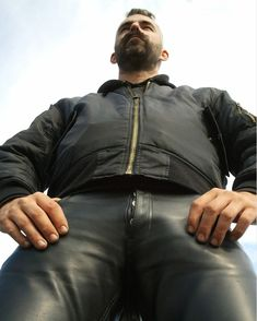 Addicted to Leather — lederbeulefan: Gayl und arrogant in Lederhose. Mens Leather Pants, Best Leather Jackets, Biker Leather, Scruffy Men, Hunks Men, Leder Outfits, Men Closet, Ginger Men, Ab Workout Men
