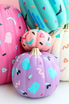 DIY Patterned Pumpkins - A Kailo Chic Life pumpkin painting DIY Patterned Pumpkins Halloween Kostüm, Halloween Treats, Halloween Pumpkins, Halloween Decorations, Halloween Activities, Pumpkin Carving, Pumpkin Painting, Disney Diy, Mardi Gras