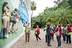 O Instituto Inhotim é a sede de um dos mais importantes acervos de arte contemporânea do Brasil e considerado o maior centro de arte ao ar livre da América Latina2 . Está localizado em Brumadinho (Minas Gerais), uma cidade com 30 mil habitantes, a apenas 60 km de Belo Horizonte.