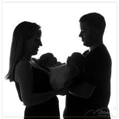 Oui, nous sommes aussi photographes de jumeaux et jumelles ! Nous avons récemment accueilli une jolie famille au studio pour une séance photo à Saint Maur des Fosses ! Oui, Saint, Silhouette, Studio, Binoculars, Twins, Photographers, Photo Shoot, Birth