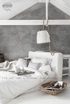 i am totally in love with this bedroom! very light and simple, i wouldnt change anything!;) styling and photography by Paulina Arcklin