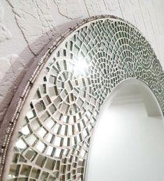 Unique Mirrors, Beautiful Mirrors, Small Mirrors, Round Mirrors, Beautiful Flowers, Mirror Mosaic, Mirror Tiles, Mosaic Art, Mosaic Glass