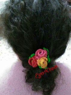 Ferma coda elastico con fiori all'uncinetto, per avere sempre la primavera a portata di mano
