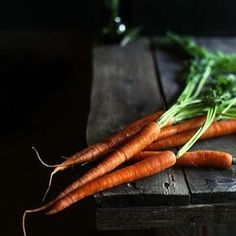 Most of the benefits of carrots can be attributed to their beta-carotene and fiber content. This root vegetable is also a good source of antioxidant agents. Furthermore, carrots are rich in vitamin A, Vitamin C, Vitamin K, vitamin B8, pantothenic acid, folate, potassium, iron, copper, and manganese. 💛💚💙💜❤️ #fitnessmotivation #healthyfood #healtylife #healthandfitness #vegetarian #vegan #timeforfood #foodforthought #foodporn #foodphoto #foodphotography #food #foodlover #carot #carottes…