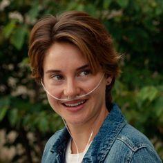 Hazel Grace Lancaster (Shailene Woodley) - The Fault In Our Stars John Green, Tfios, Divergent, Fault In The Stars, Short Hair Cuts, Short Hair Styles, Hazel Grace Lancaster, Struggles In Life, Augustus Waters