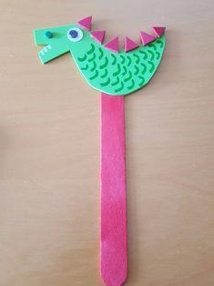 DRACS DE SANT JORDI. FEM UN PUNT DE LLIBRE - Sortir amb nens Activities For Kids, Crafts For Kids, Diy Crafts, Easter Crafts, Crochet Necklace, Crafty, Google, Roses, Random