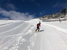 Skistart mit blauem Himmel und idealen Schneebedingungen im #Skigebiet ❄️ Lust auf Winterurlaub? Jetzt buchen, es warten tolle Angebote auf Sie: www.brunnenhof.net 😄  #stanton #skiurlaub #skitour #arlberg #stantonamarlberg #hotel St Anton, Boutique, Mount Everest, Mountains, Nature, Travel, Ski Trips, Winter Vacations, Waiting
