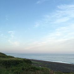 【bonbonbonbobon】さんのInstagramをピンしています。 《ある日の晴れた夏の海 #ある日#海#夏#ノスタルジー #晴れ#青空 #day #sea #summer #Nostalgia #Sunny #bluesky》