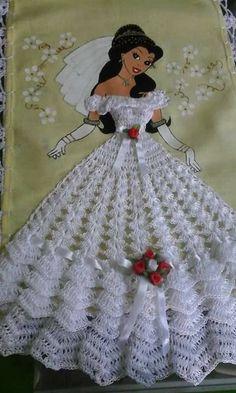 Doll dress pattern beautiful New Ideas Filet Crochet, Thread Crochet, Crochet Motif, Crochet Crafts, Crochet Lace, Crochet Projects, Crochet Patterns, Crochet Poncho, Crochet Doll Dress