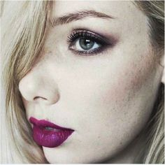 @helllyjo pairs a smudgy lilac eye with a crimson lip for a sultry evening look #KIKOTRENDSETTERS