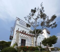 "On the Mediterranean coast, between Nice and Monaco, the Greek Villa Kerylos is one of the most extraordinary monuments on the Riviera. Built between 1902 and 1908 in the period the French call the ""Belle Epoque"", it is a unique reconstruction of an ancient Greek home."
