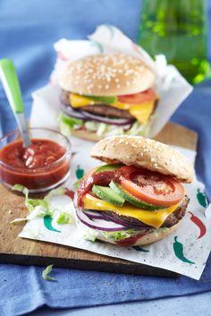 Texmex-hampurilaiset: Mausta hampurilaiset meksikolaisittain tacokastikkeella ja avokadolla. #burgers