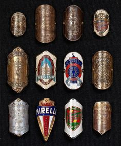 Preciosa Coleccion de insignias de bicis de epoca.