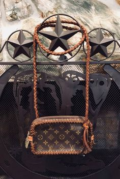 ce2de24da7e0 LOUIS VUITTON - Explore the Louis Vuitton handbags