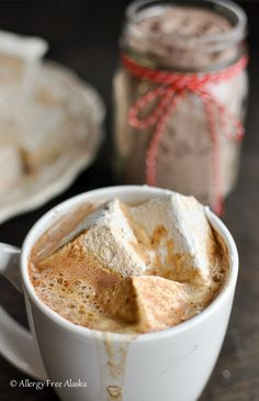 Fluffy Corn-Free Marshmallows with Coconut Sugar by Allergy free Alaska. Gluten Free Recipes For Kids, Gluten Free Sweets, Real Food Recipes, Dessert Recipes, Yummy Food, Fructose Free, Recipes With Marshmallows, Eat Dessert First, How To Eat Paleo
