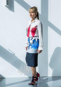 قميص وتنورة مطبعين من Zena Presley وحذاء من Nikolas Kirkwood for Peter Pilotto.